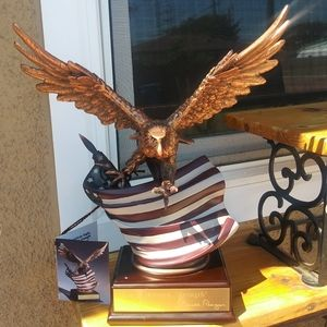 Eagle Statue with American Flag Sculpture - Large